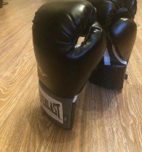 Новые боксерские перчатки- 12oz