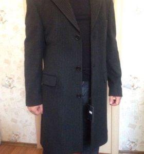 Продам пальто Pierre Cardin