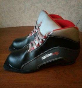 Лыжные ботинки 39 р-р кожа