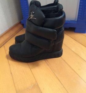 Зимние новые кожаные сапоги