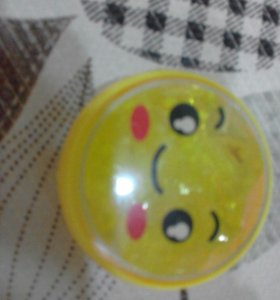 стеклянный лизун жёлтого цвета