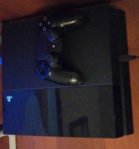 PlayStation 4 в отличном состояние с играми