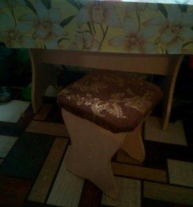 Стол и 3табуретки