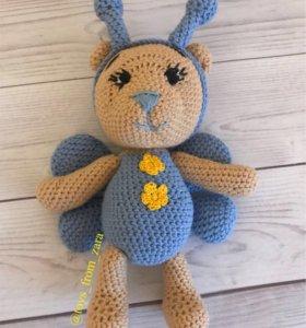 Вязаная игрушка, Мишка в костюме бабочки