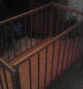 Кроватка детская деревянная на колесиках