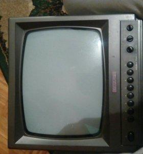 Телевизор компактный ч/б.
