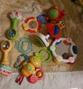 Игрушки для малыша 0+