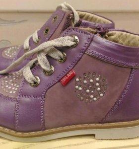 Ботинки для девочки новые Tiflani 25 р