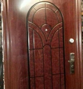 Дверь с коробкой входная