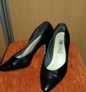 Кожаные туфли 40 р - р