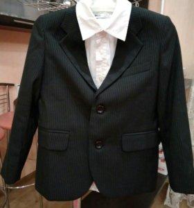 Пиджак и белая рубашка