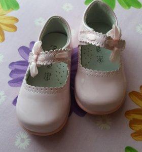 Туфельки новые р-р 21