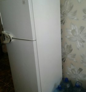 Продам холодильник. Среднего размера . Без царапин