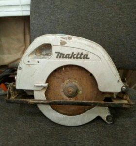 Makita 5704R