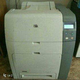 Сетевой цветной лазерный принтер HP LaserJet 4700n