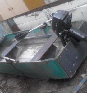 Лодка плоскодонная с мотором