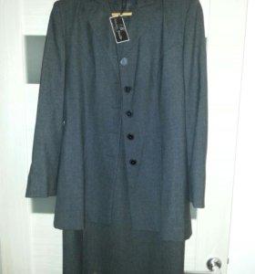 Офисный пиджак с платьем(Италия)размер44-S