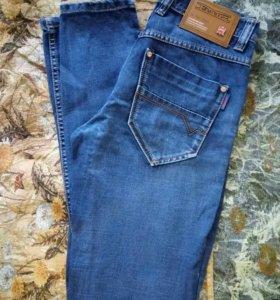 Брендовые подростковые джинсы