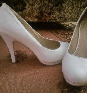Свадебная шубка и туфли