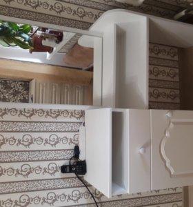 Туалетный столик и прикроватные тумбы