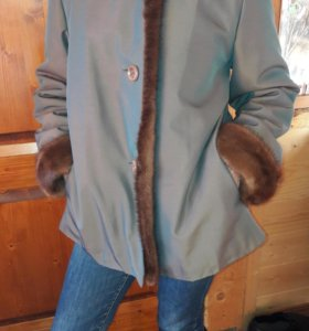 Зимняя куртка на меховой подкладке. Торг.
