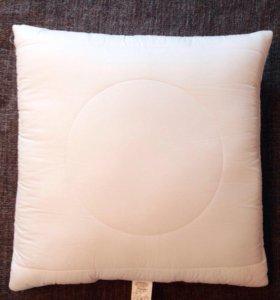 Подушка (70x70) новая