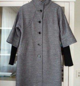 Пальто демисезонное с комбинированными рукавами