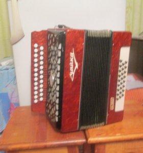 гармони, баяны и аккордеоны