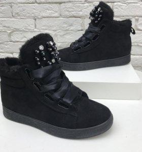 Ботинки с жемчугом