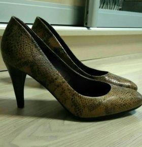Кожаные туфли в идеальном состоянии