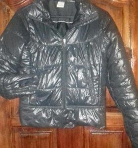 """Фирменная куртка """"Адидас"""" на девушку."""