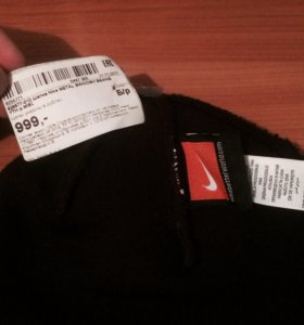 Продам шапку Nike metal swoosh beanie.