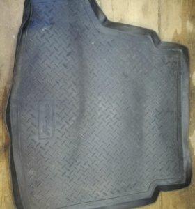 Оригинальный коврик в багажник тойота королла е150