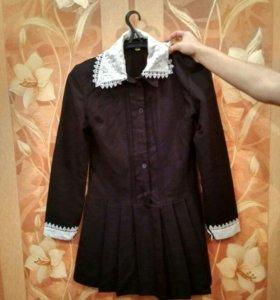 Школьное платье ,с двумя фартуками