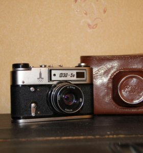 Фотоаппарат ФЭД 5В с Олимпийской символикой.