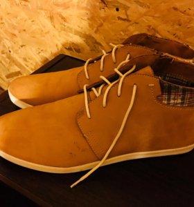 Почти новые замшевые ботинки одел один раз!