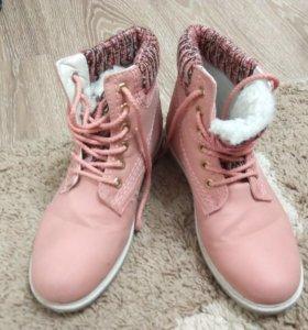 Демисезонные ботинки 40 размер.