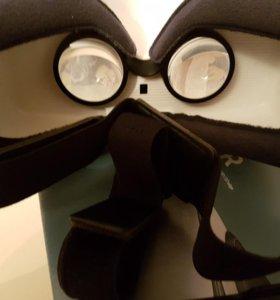 Gear VR , очки виртуальной реальности.
