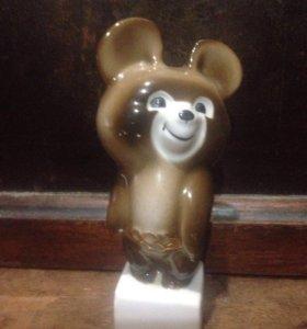 Фарфоровая статуэтка Мишка олимпийский