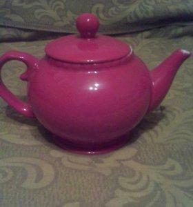 Заварочный чайник и сахарница