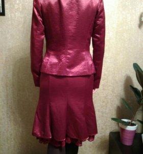 Костюм тройка ( юбка,пиджак,блузка)