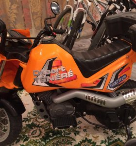 Мотоцикл детский на аккумуляторе, шлем детски