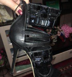 Эффектная обувь на выход