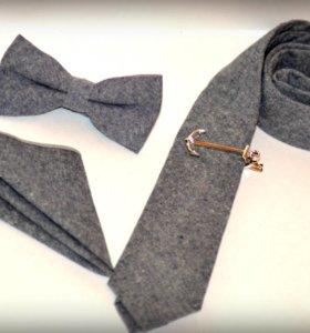 новый галстук, бабочка, платок, зажим.