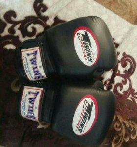 Боксёрские перчатки Twins Special