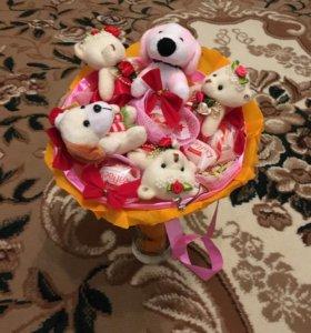 Букет с игрушками и конфетами