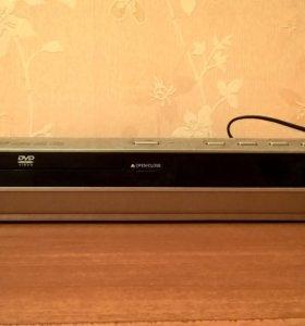 Один плейер DVD и один видеомагнитофон