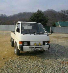 Грузовик Nissan Vanette