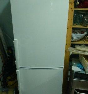 Холодильник Rosenlew, двухкамерный.