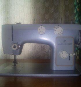 Швейная машинка-Чайка 142м